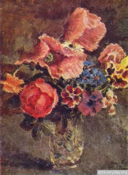 Маки, розы, васильки и другие цветы в стеклянной вазе. 1939 г.
